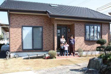 自然素材住宅001:目がゆき届く平屋建て『子供の成長を見守る家』
