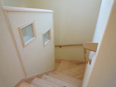 ~階段廻りの壁仕上げの選択?!
