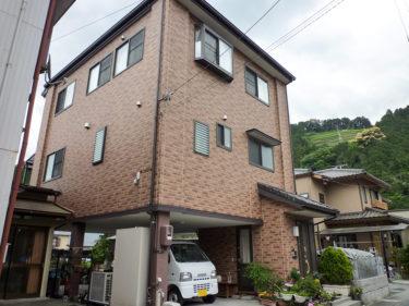 自然素材住宅005:1階をガレージにして狭小地を有効活用した家
