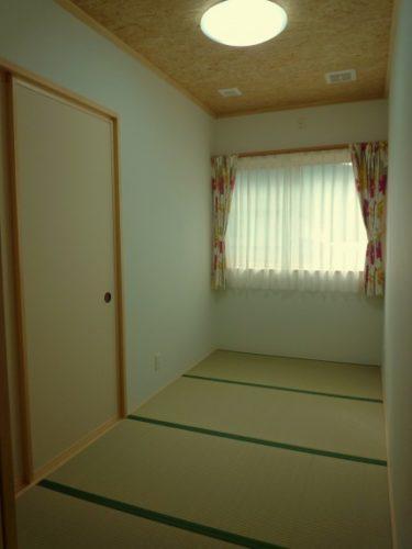 ~シンプルな個室、と広めなユニットバス ?!