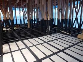 ☆家づくりの流れ・・・木工事 ③床下真っ黒、木炭ヘルスコと床断熱‼