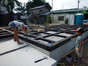 ☆家づくりの流れ・・・木工事②土台据え、素材にこだわる(木炭パワー)