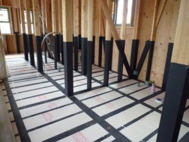 ☆床の断熱材はめ込み、取り付け屋根の防水処理の重要性?!