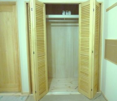 ~無垢仕様の室内建具と調湿効果のある無垢、総桐板張り‼