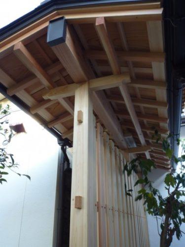 ~坪庭に建つ、総檜造り和風大和張りの塀‼①