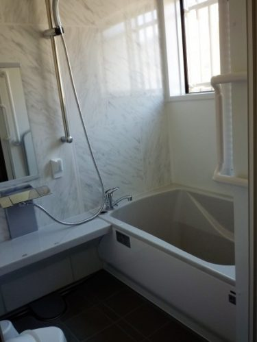 静岡市駿河区で工事中のタイル張り浴室リフォーム完了しました。