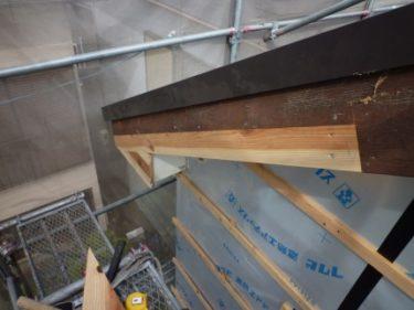 ‼工事進行の続報 ⑥・・・外壁補強、軒周り順調に進んでいます。