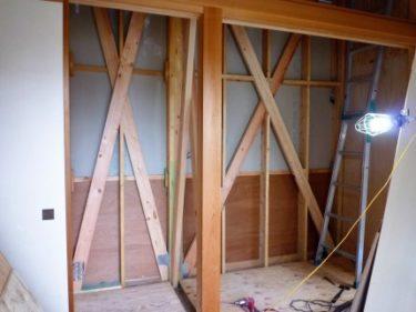 焼津市I様邸、部屋増設に付き1階押入れ壁に追加筋交い補強工事 ②