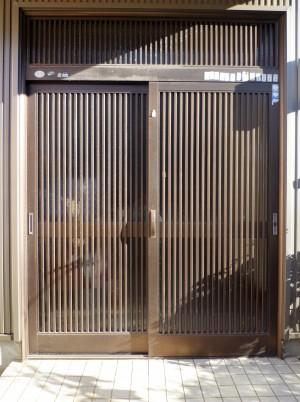 ~駿河区で玄関引違い戸、カバー工法で取り替え調査依頼。