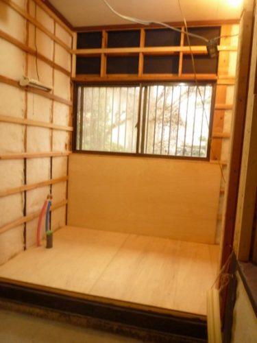 洗面所、床、壁解体撤去後、新築並みにリフォーム‼・・・その③