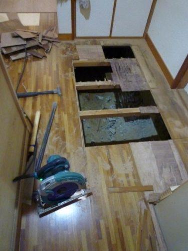 ☆浜松市A様より、玄関ローカ床張りリフォーム工事依頼有り。