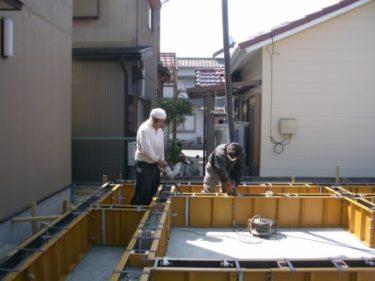 家づくりの流れ・・・基礎工事・・生コン車による通常のコンクリート打ち
