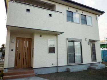 自然素材住宅009:リビングにくつろぎの畳コーナーがある家