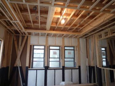室内、天井下地が今日で完了しました。