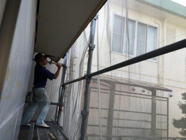 軒下地に不燃化粧板張り進行状況。工事工程順調です。