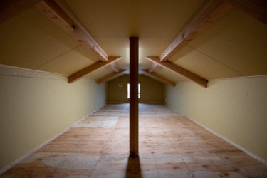 平屋の屋根裏を利用。完成した小屋裏収納‼