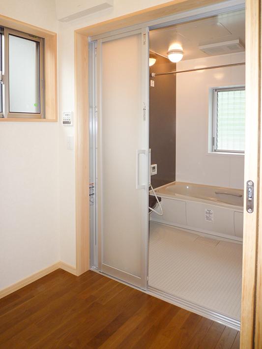 リフォームが完成した洗面、浴室